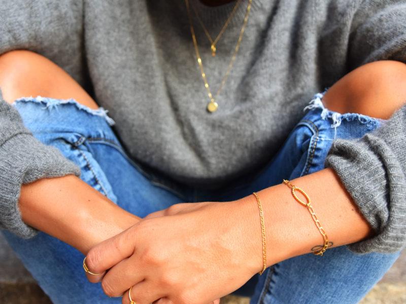 Streetstyle mit Goldarmbänder und 14kt Ketten