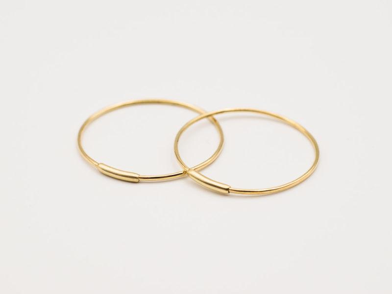 Goldene Kreolen mit extravagantem Steck-Verschluss