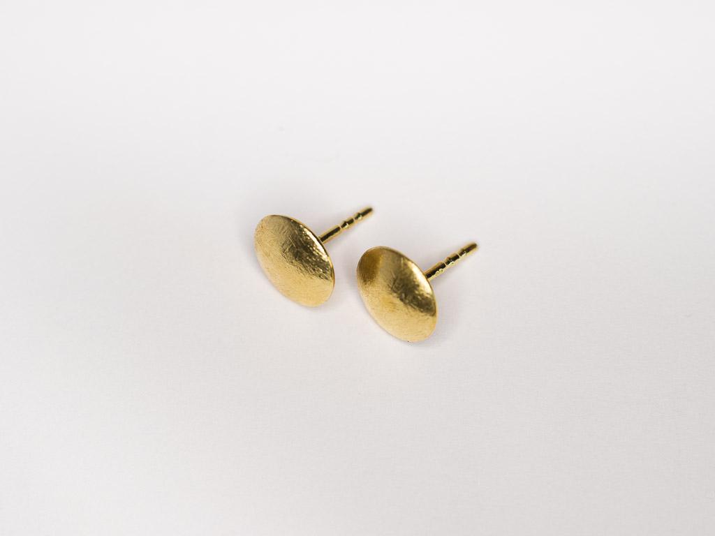 goldene-ohrstecker-matt-handgemacht-goldschmied-goldcircus-M
