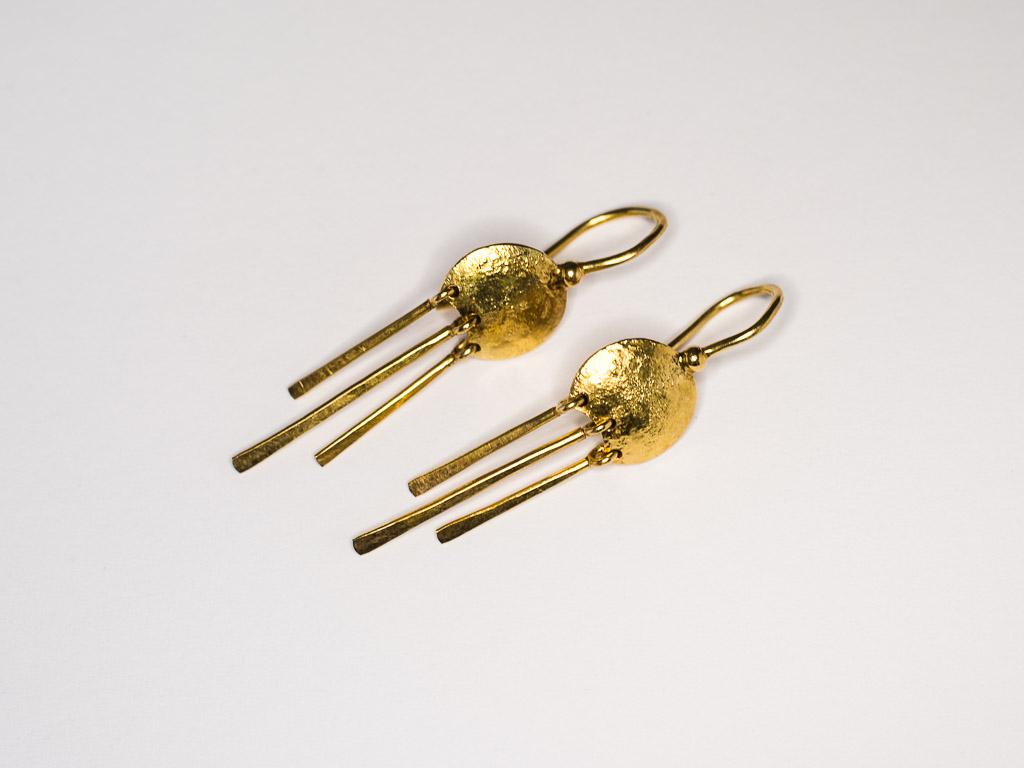 goldene-hängende-ohrringe-gold-handgemacht-goldschmied-goldcircus-M