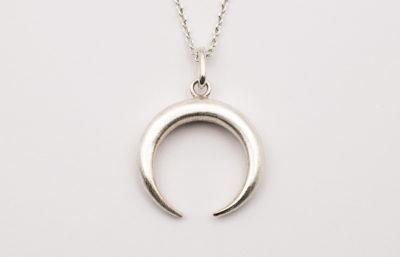 Mond-Halskette in Silber mit einfacher Öse an Ankerkette
