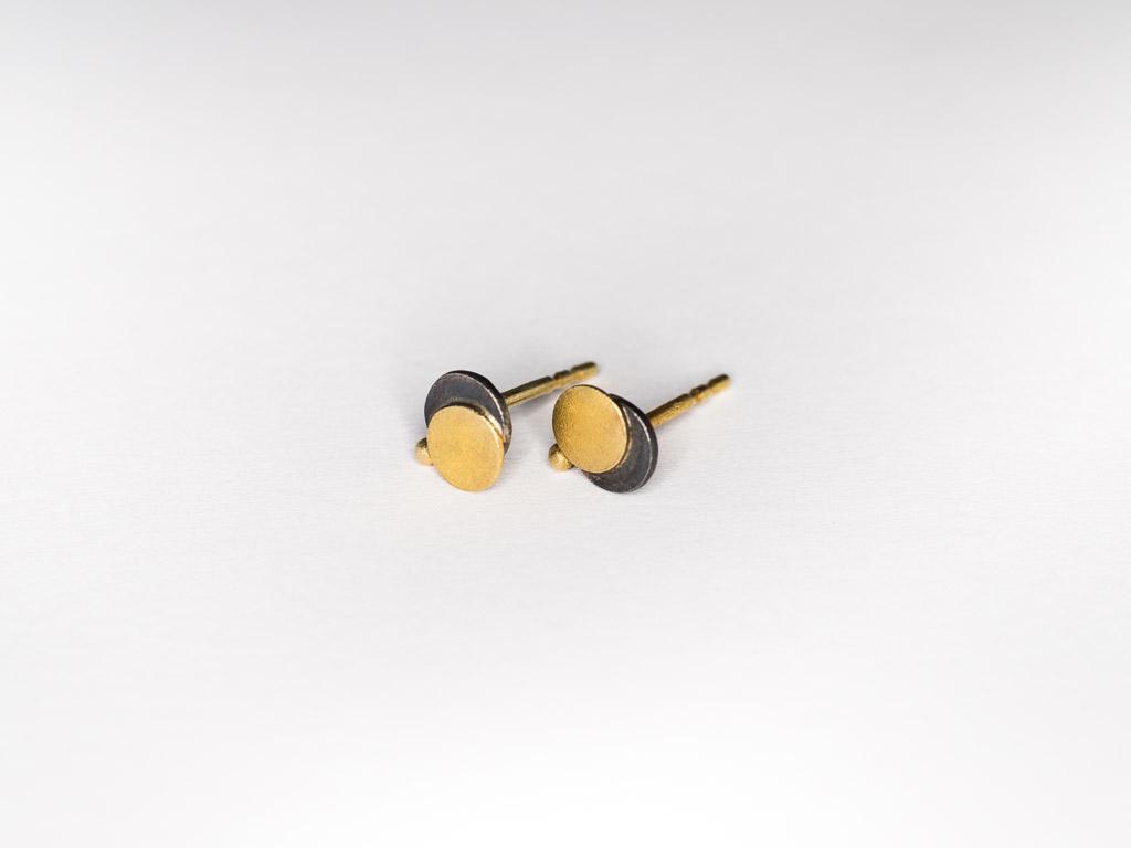 silber-gold-ohrstecker-hangefertigter-schmuck-design-goldcircus-M