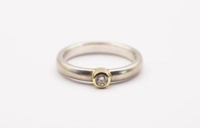 Günstiger Verlobungsring handgefertigt aus Silber, Gold & Zirkonia